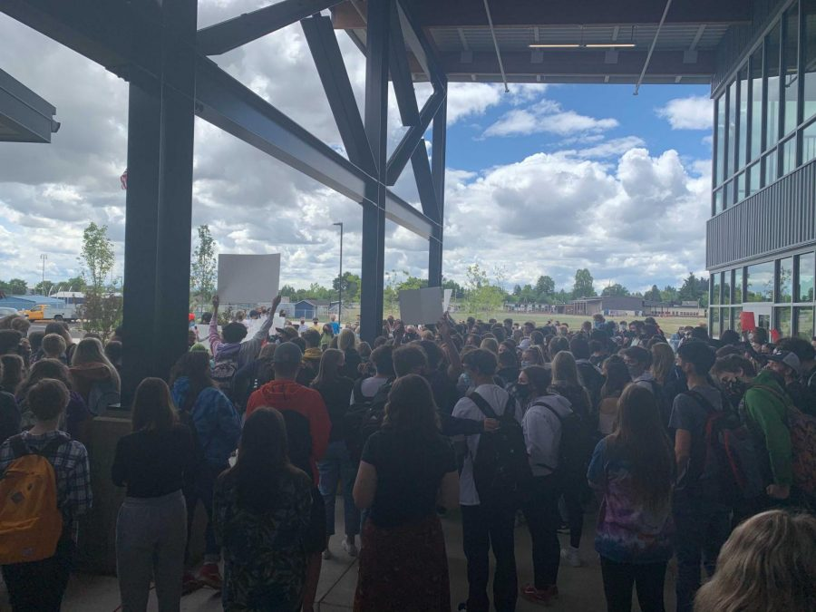 Over 200 students gather outside West Albany to protest the 2021-2022 schedule changes